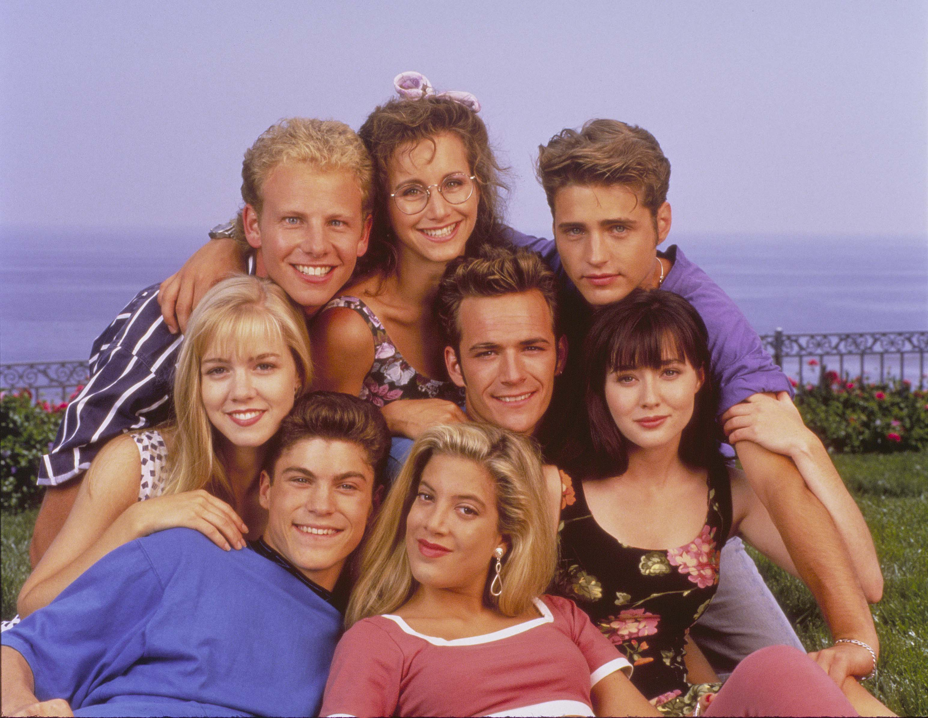 http://images.wikia.com/90210/images/2/25/Beverly_Hills_90210_-_Season_2.jpg