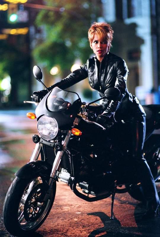 Image - Catwoman (Halle Berry) 4.jpg - Batman Wiki