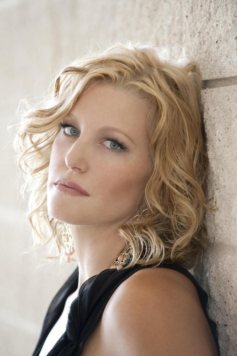 Anna Gunn - Breaking Bad Wiki