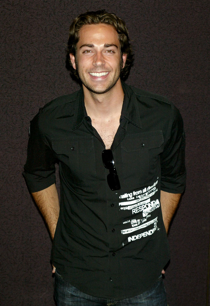 Zachary Levi - Photo Actress