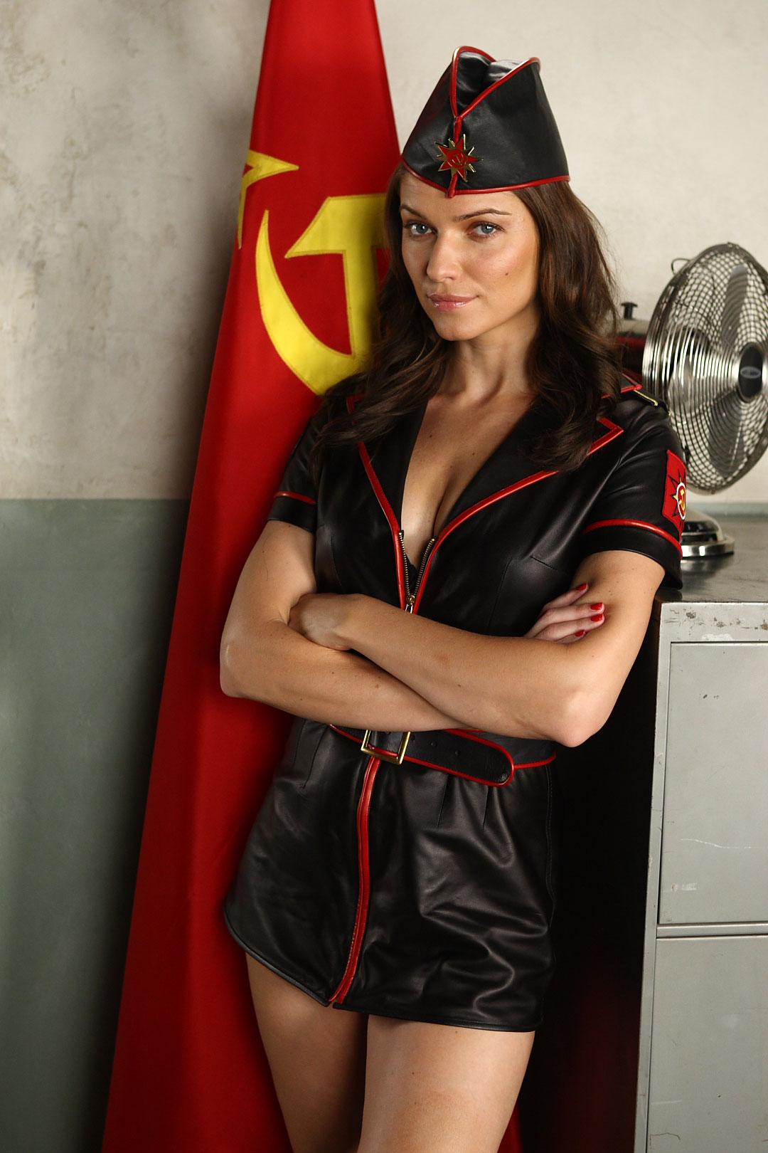 Mujeres protestan desnudas en Ucrania contra influencia de R