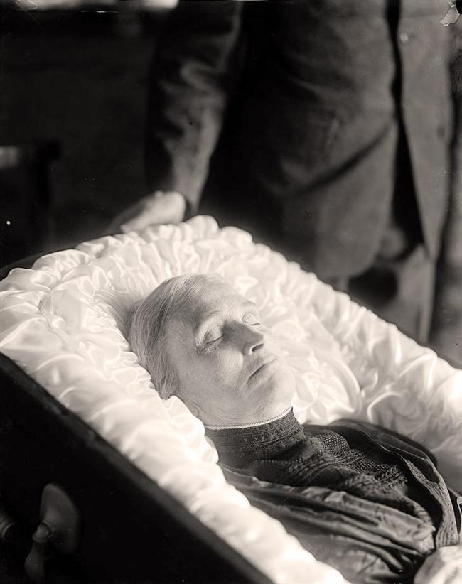 Body in Casket Dead People