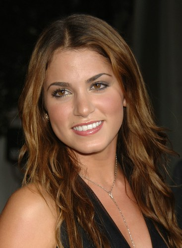 http://images.wikia.com/crepusculo/images/8/85/Nikki-reed.jpg