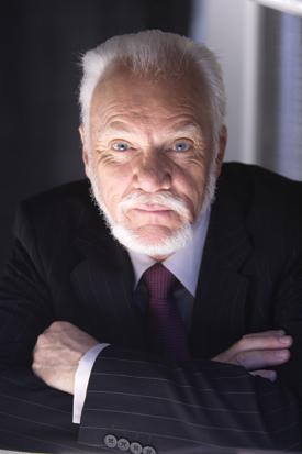 Les soucis du temps Malcolm-McDowell