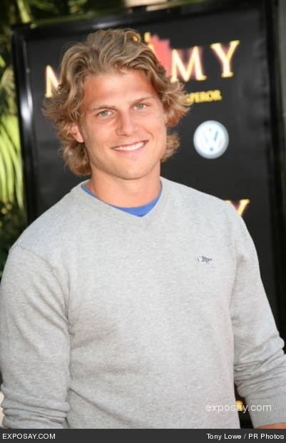 travis van winkle in like nuevi the 2 worlds join the cup asylum fight ...