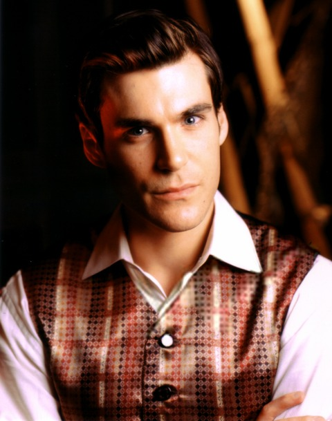 http://images.wikia.com/firefly/images/6/63/Simon2.jpg