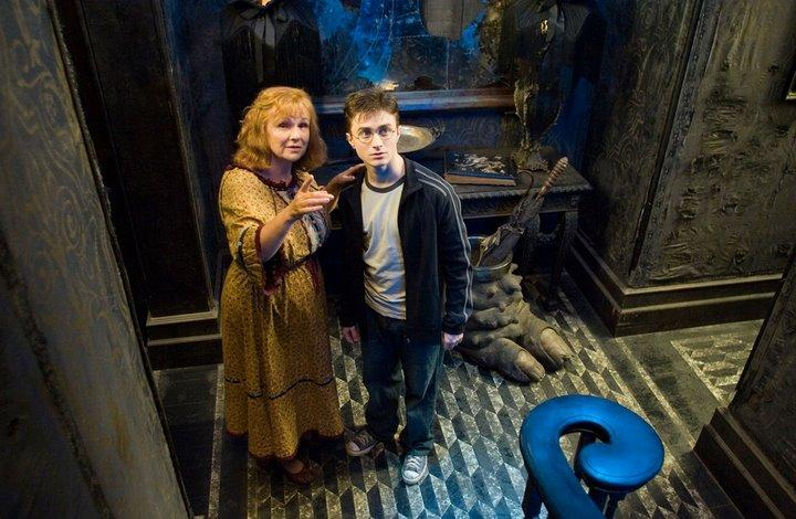 http://images.wikia.com/harrypotter/images/1/14/12Stairwell.jpg