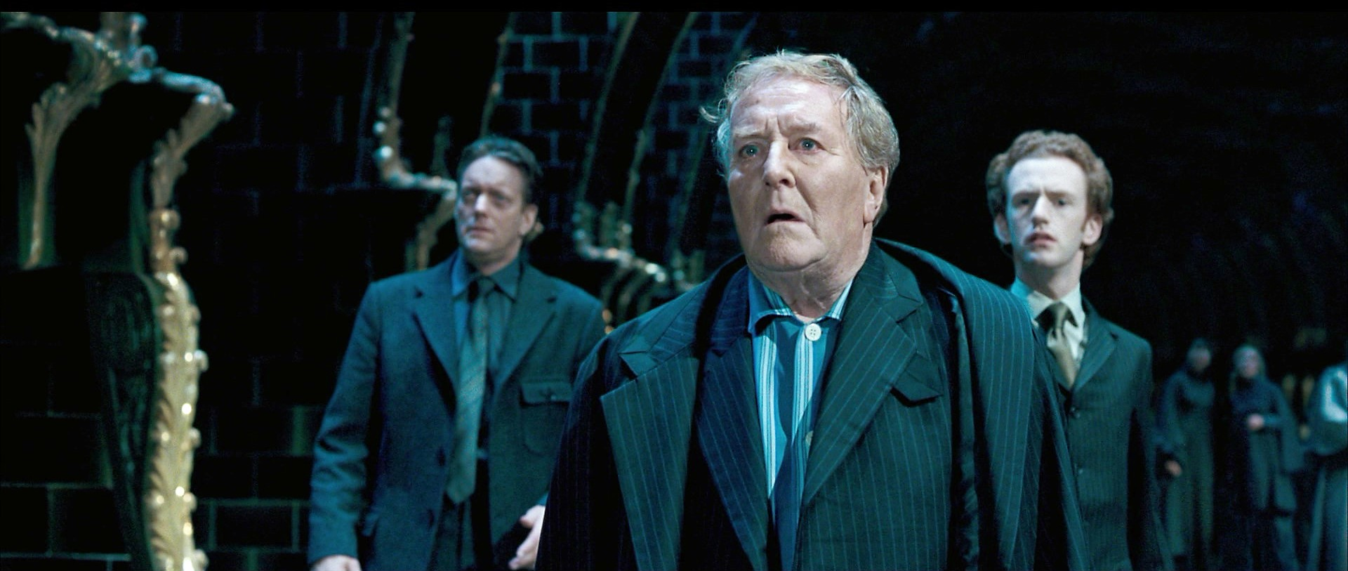 http://images.wikia.com/harrypotter/images/7/72/Auror_Dawlish%2C_Cornelius_Fudge_and_Percy_Weasley.JPG