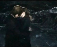 Image - Ron and hermione kiss scene.jpg - Harry Potter Wiki