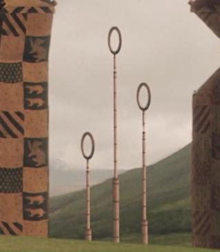 Η Θέση των Σκουίμπ στην Κοινωνία των Μάγων. Quidditch_goal_post's