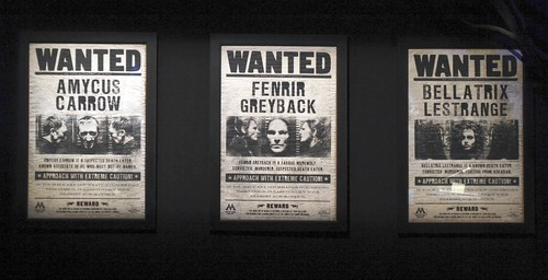 Harry Potter The Exhibition Wanted_posters_of_Amycus_Carrow,_Fenrir_Greyback_and_Bellatrix_Lestrange