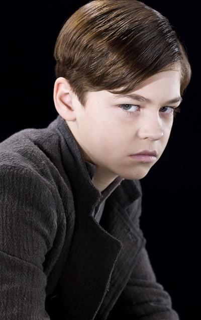 http://images.wikia.com/harrypotter/images/a/af/Tom_Marvolo_Riddle_-_10-years-old_(HBP_promo)_1.jpg