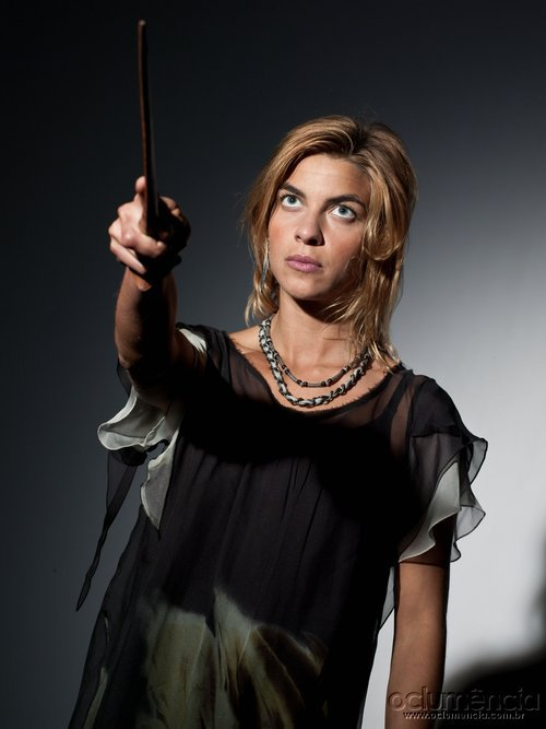 http://images.wikia.com/harrypotter/images/e/e1/DH_Tonks_ready_for_battle.jpg