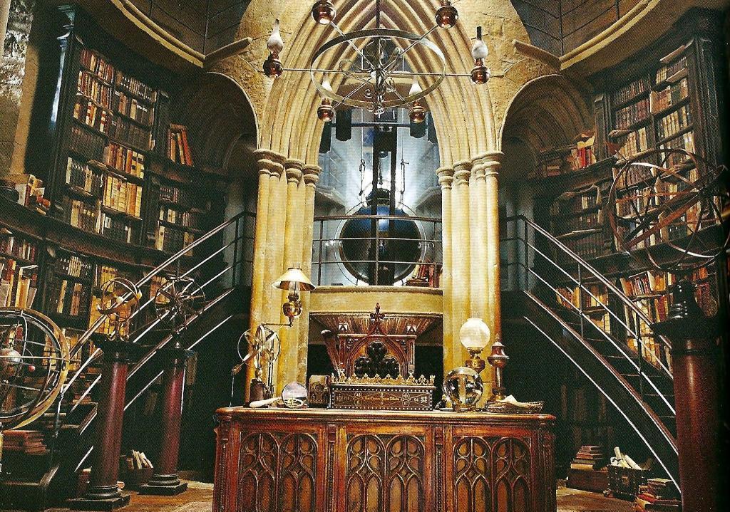 Description Dumbledore%27s_office_UE_booklet_1
