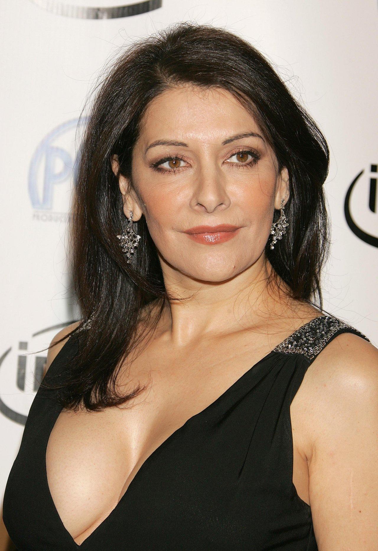 http://images.wikia.com/headhuntersholosuite/images/5/5e/Marina_Sirtis.jpg