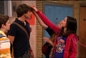 Both Sam and Carly try to fix their crush's hair