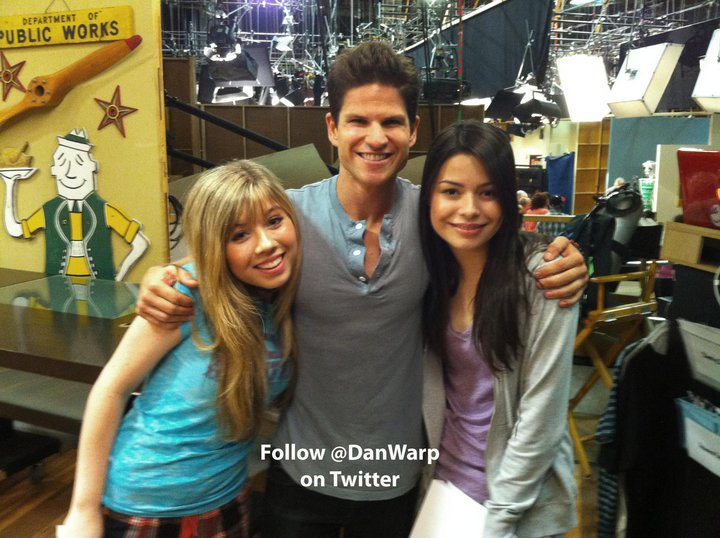 http://images.wikia.com/icarly/images/b/b0/39134_423030743307_134265793307_4720617_5154222_n.jpeg