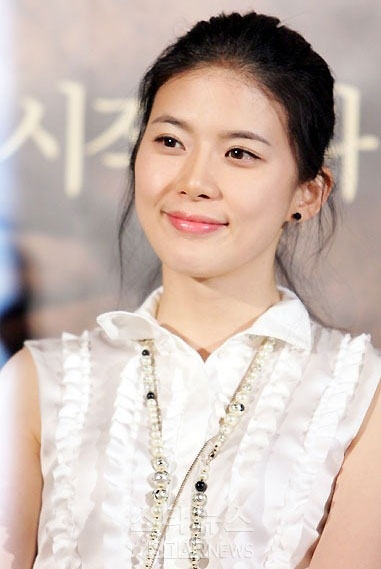 http://images.wikia.com/irisathena/images/5/5d/55172226-vuidtLee-Bo-Young19.jpg