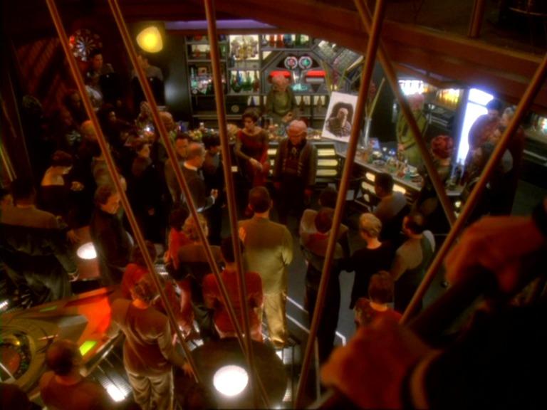 Votre bar préféré dans l'univers Star Trek Quark%27s_Bar%2C_Who_Mourns_for_Morn_1