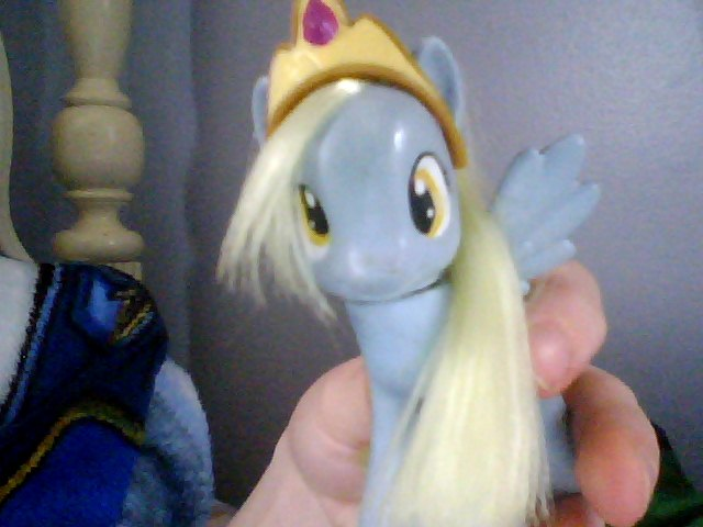 http://images.wikia.com/mlpfanart/images/a/a5/Derpy_wearing_a_crown.jpg