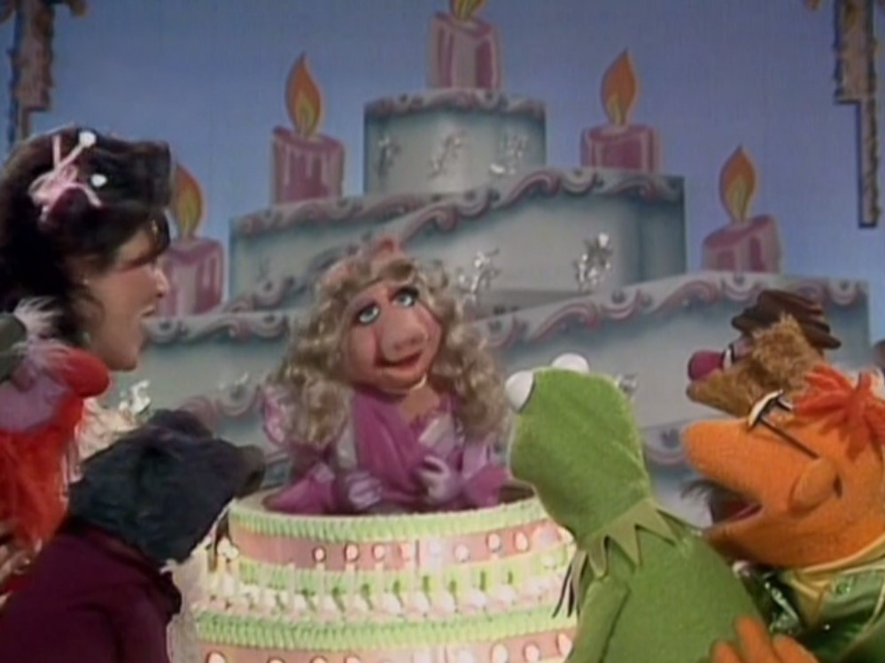 http://images.wikia.com/muppet/images/2/21/Kermitbirthday.jpg