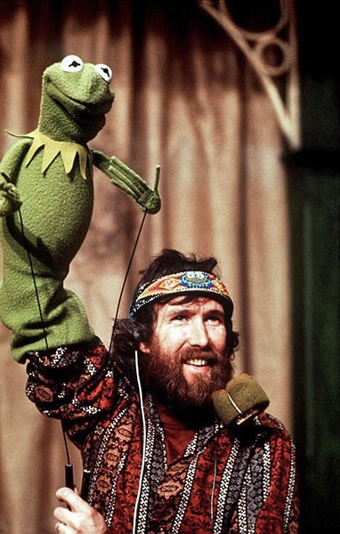 http://images.wikia.com/muppet/images/c/cc/Performing_Kermit_copy.jpg