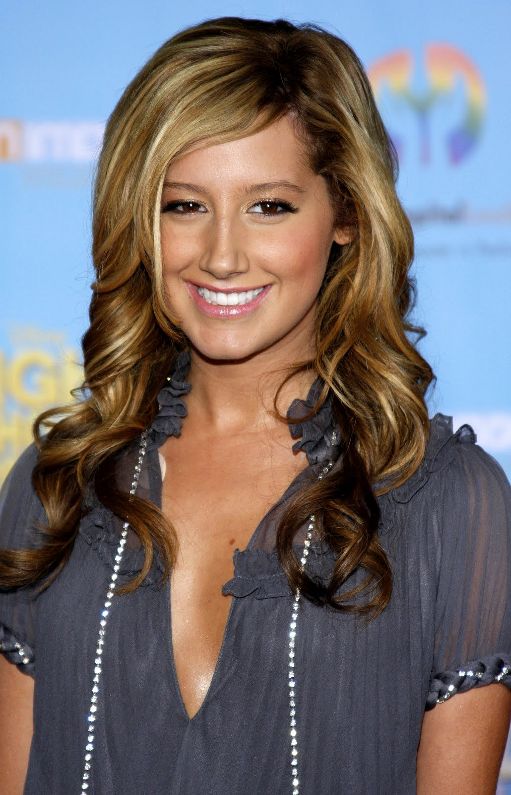 Ashley-Tisdale-Ashleytisdale-hairstyles-pictures-videos-movies-actress-pics_(17).jpg