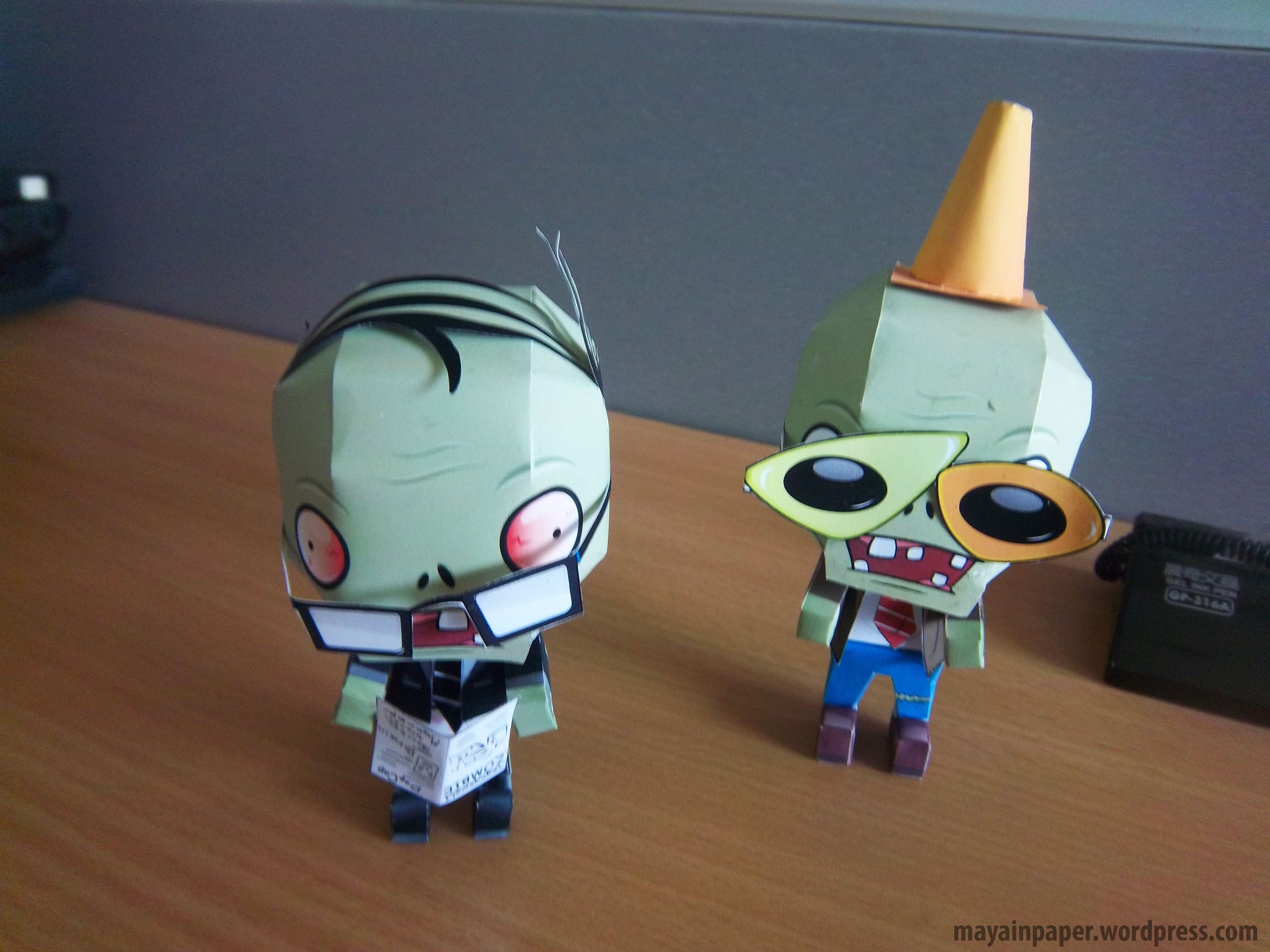File plant vs zombie papercraft newspaper zombie 3