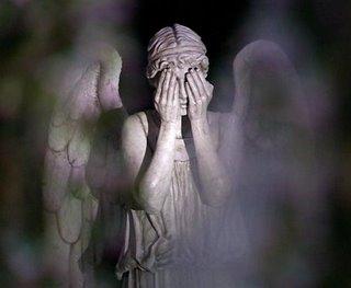 Cimetières de Lyon : ils détroussaient les morts Weeping_Angel_Covered_Eyes