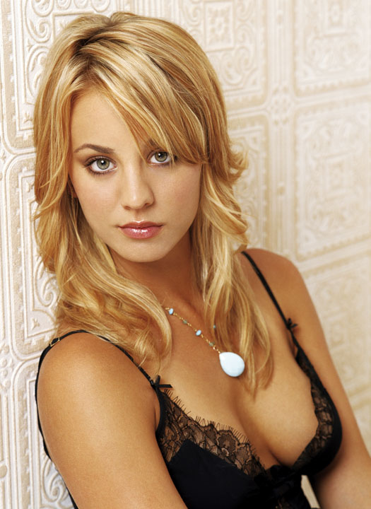 sexy hot kaley cuoco
