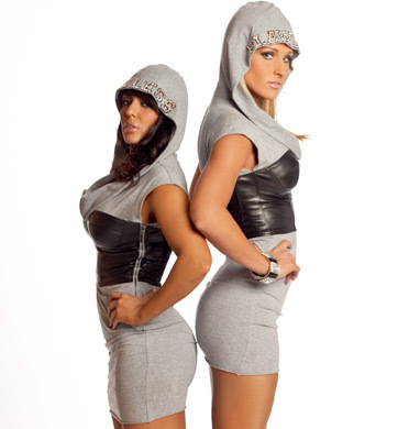 http://images.wikia.com/prowrestling/images/7/7a/LayCool.jpg