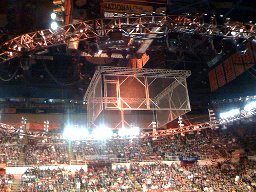 http://images.wikia.com/prowrestling/pt/images/e/e0/Steel_cage.jpg
