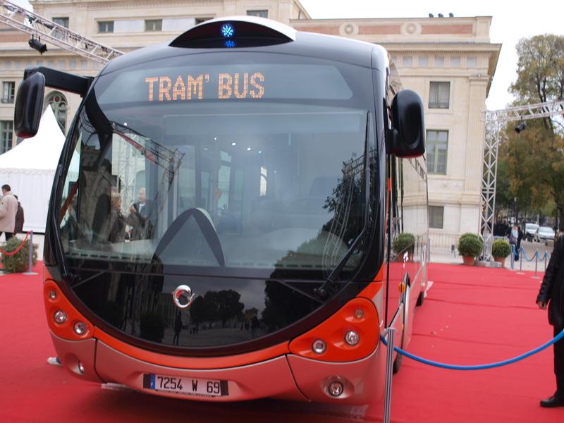 Tramway à Amiens : la municipalité a décidé qu'elle décidera en octobre (ou pas) dans Transport Nîmes_-_Présentation_TCSP_Arènes_-_Face_avant