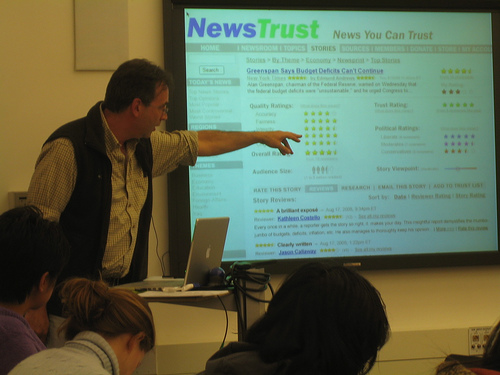 Newstrust founder Fabrice Florin, at a Stanford presentation