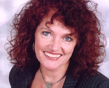 Louise Jameson - Photos Hot