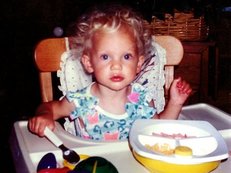 Baby Taylor Swift eating!