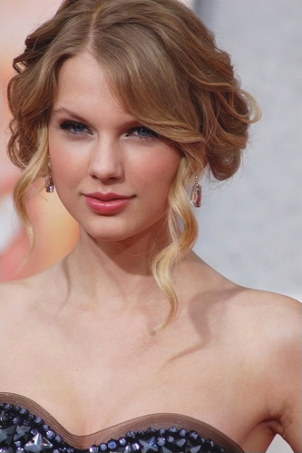 Taylor Swift Info on Taylor Swift Information About Her Life