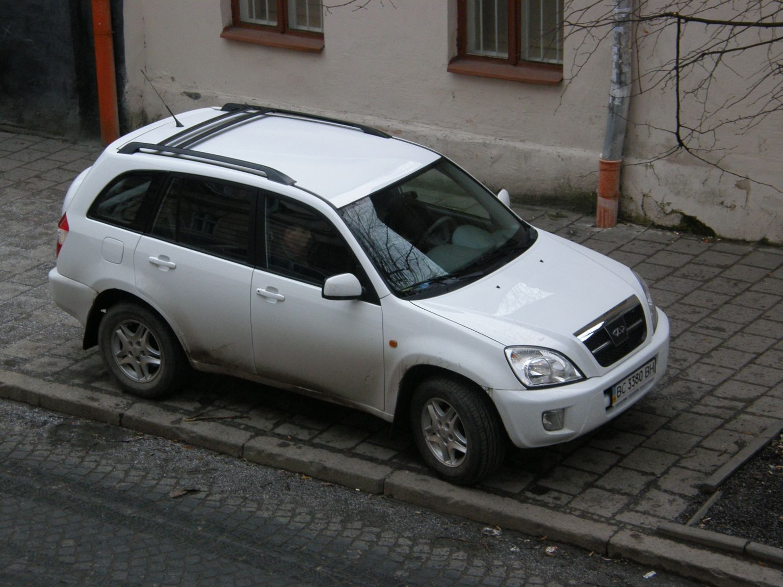 http://images.wikia.com/tractors/images/2/25/Chery_Tiggo_in_Ukraine.jpg