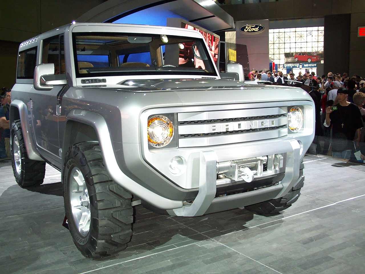 Ford Bronco - Tractor
