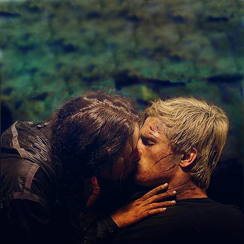Katniss peeta kiss jpg