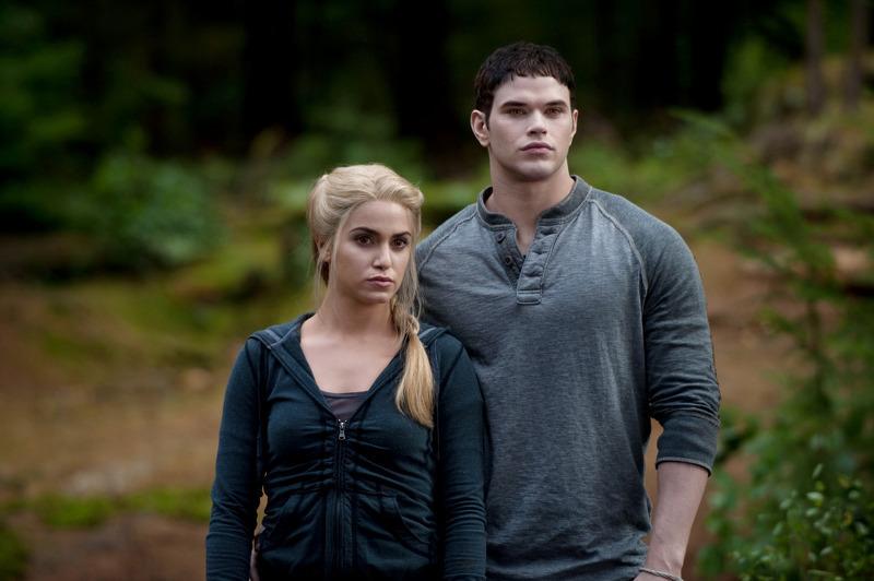 Emmett Cullen And Rosalie Hale ―rosalie Hale on Emmett Src