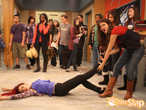 http://images.wikia.com/victorious/images/7/70/Toripullcat.jpg