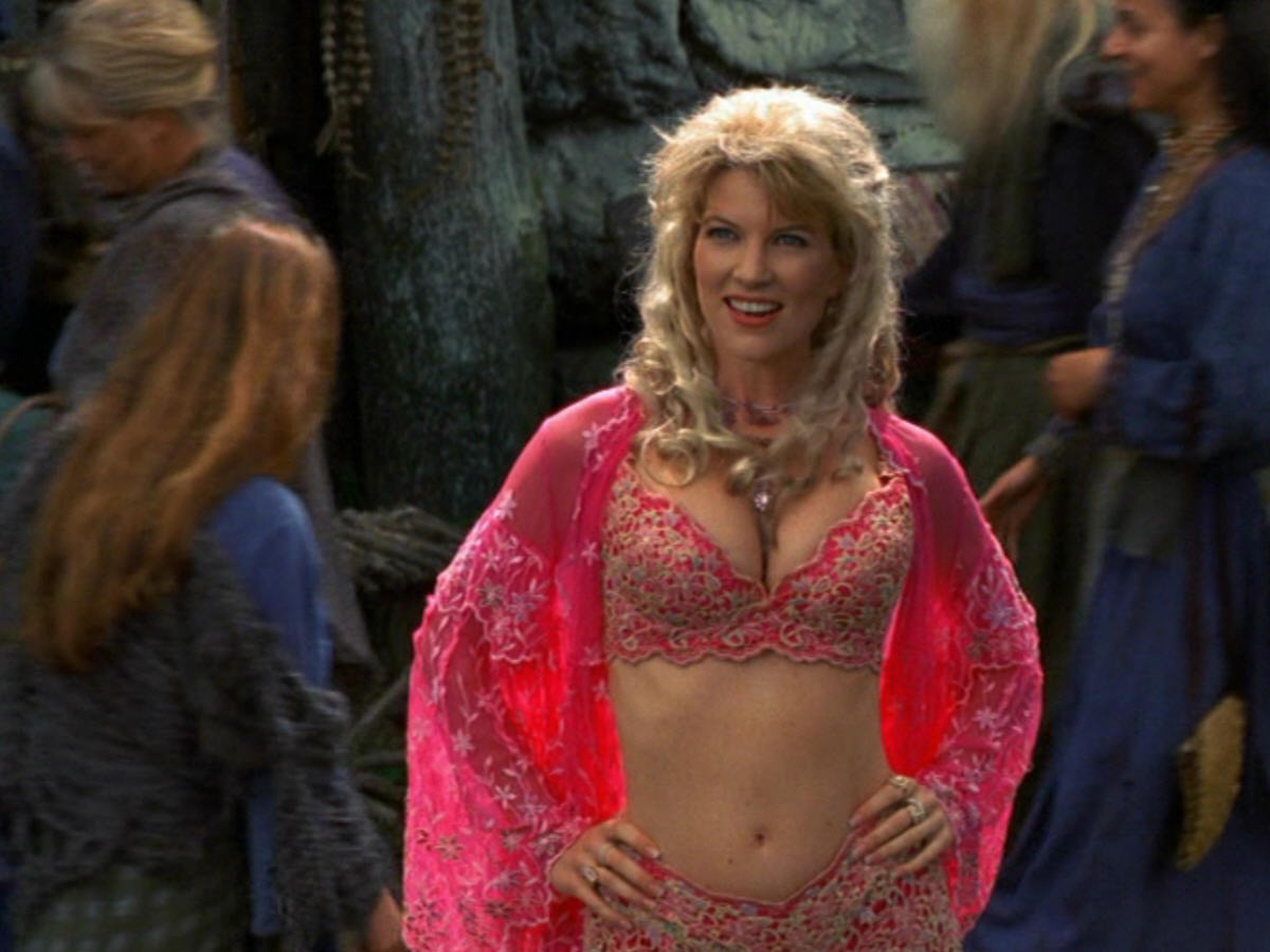 http://images.wikia.com/warriorprincess/images/3/38/Xena_s5_mwf_dArc025.jpg