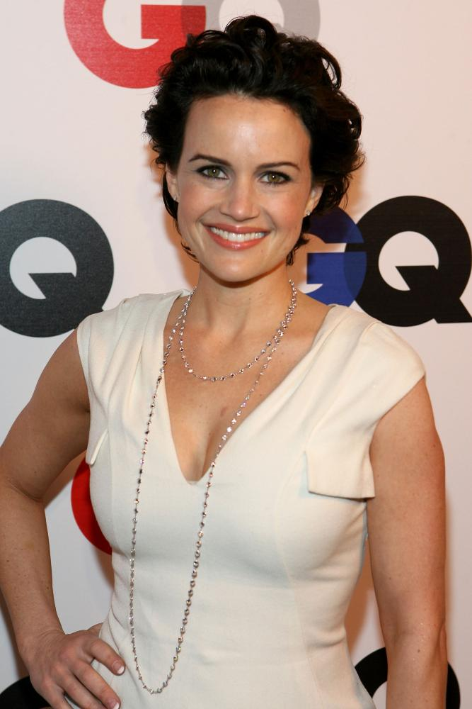 http://images.wikia.com/watchmen/images/4/44/Carla_gugino_gq_men_year_3.jpg