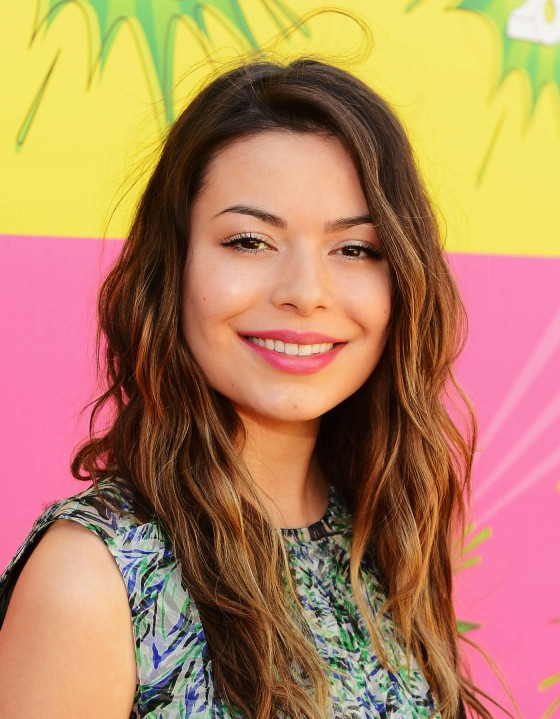 Miranda-Cosgrove---2013-Kids-Choice-Awards--01-560x719.jpg