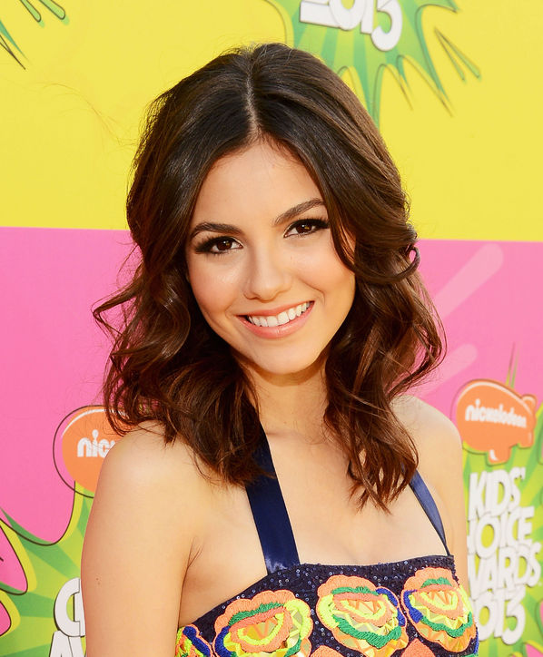 File Victoria-justice-kids-choice-awards-2013-hair-makeup - Victoria-justice-kids-choice-awards-2013-hair-makeup-h724