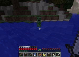 Крипер плывёт за игроком.png
